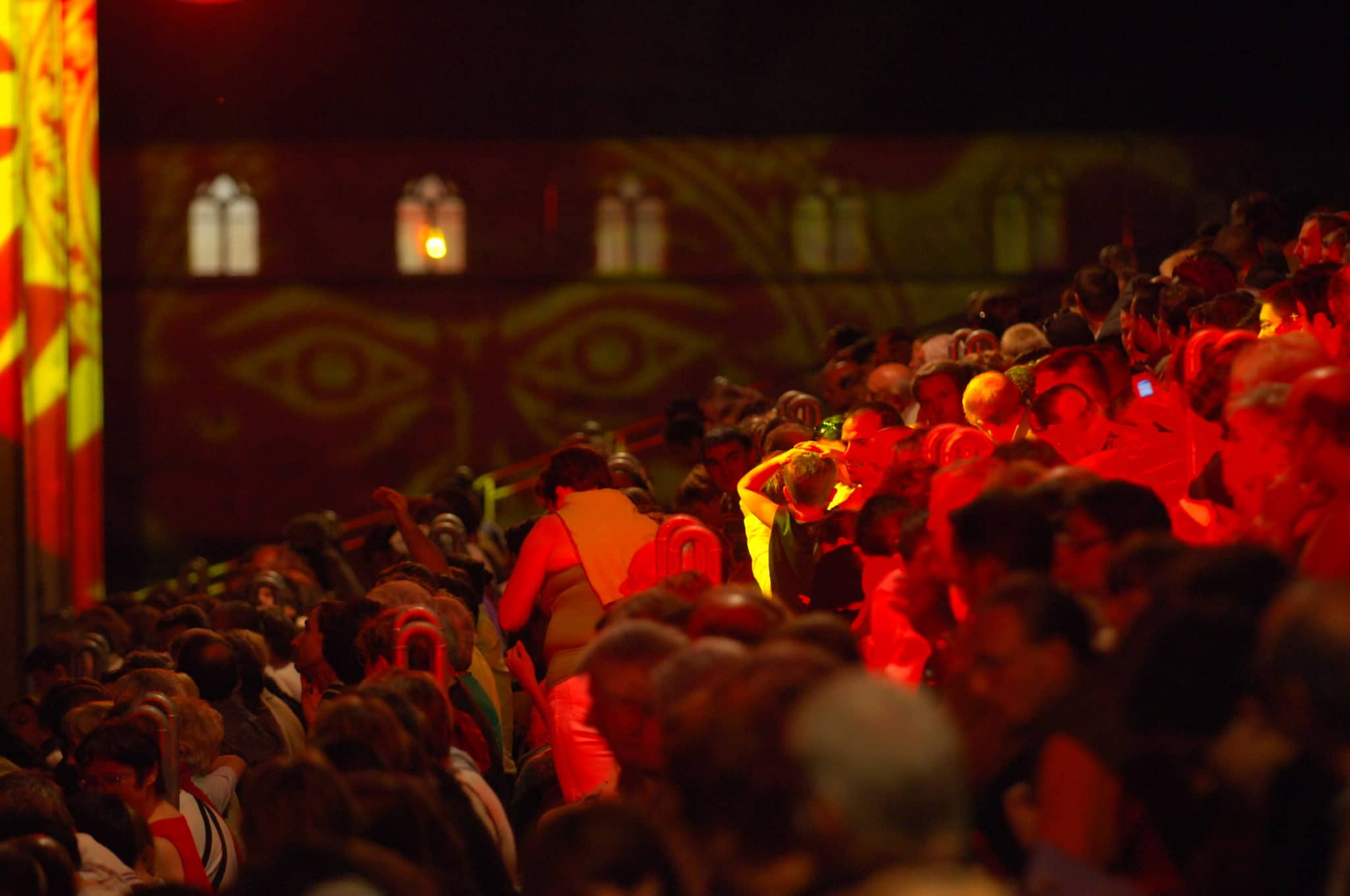 Evènement, spectacle la Cassine et le public présent