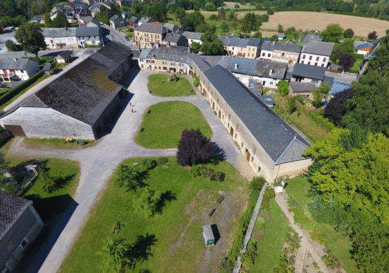 Vue panoramique du Relais de Poste aux Chevaux de Launois-Sur-Vence