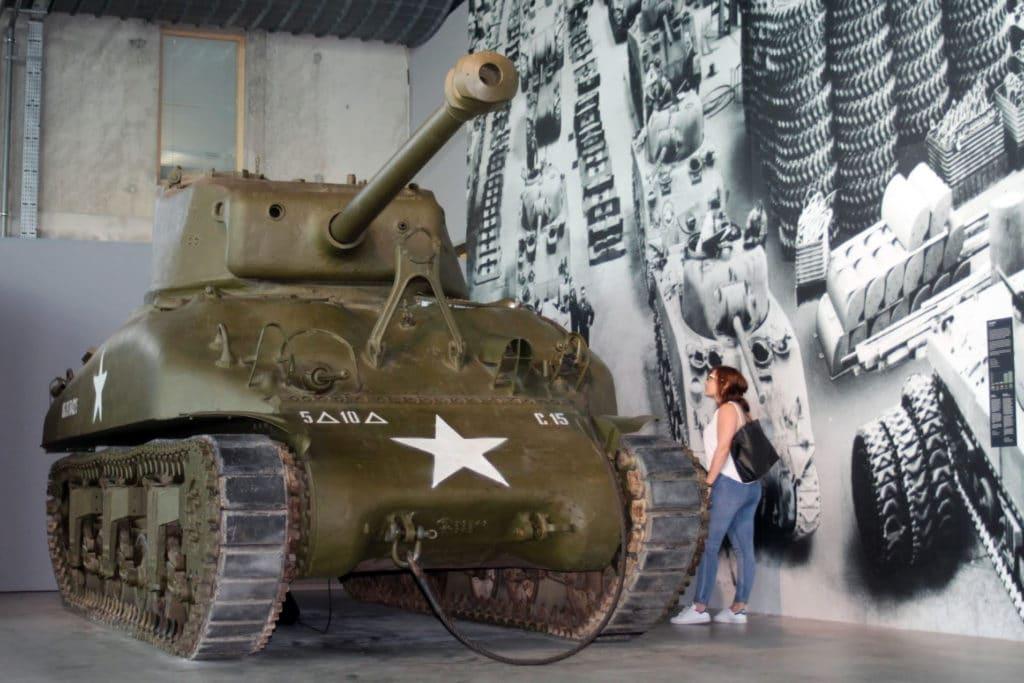 Visite du musée Guerre et Paix avec un char en exposition