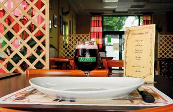 Bière et restauration salle intérieure auberge brasserie Ardwen