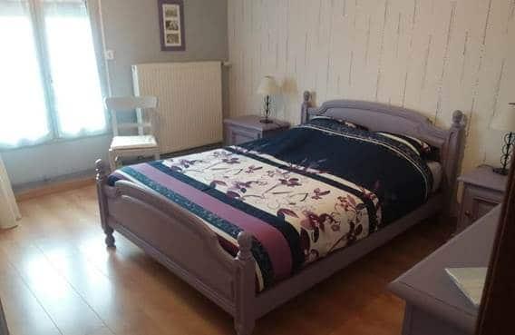 une chambre à lit double dans l'hébergement aux trois petites notes