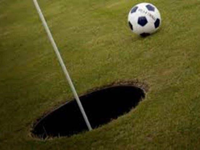 Image du Footgolf avec un ballon et un jeux de golf chez le Golf Persaude