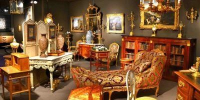 Intérieur de l'exposition du Salon de l'Antiquité et de la Brocante